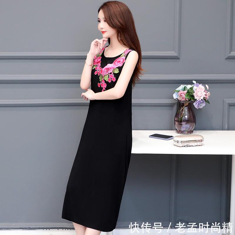 女人过了30岁, 为啥要穿A字裙? 看了这几款优雅的款, 你就懂了