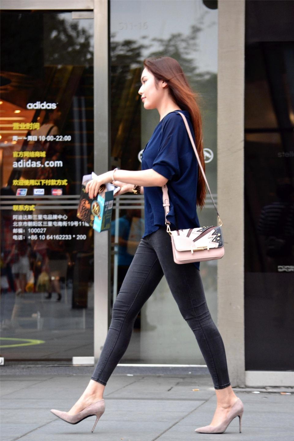 """路人街拍:夏日女神们的""""都市美""""时尚,穿出了高格调的气质!"""