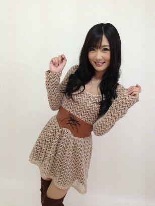 柚木提娜是日葡混血儿,父亲为日本人,母亲为葡萄牙人,身材娇小可爱