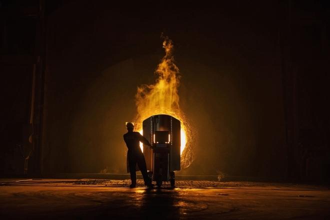 国外摄影师跑遍大半个中国,将炼钢厂拍摄成油画般绚丽的照片(1)