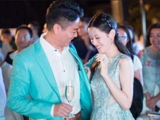 50岁侯勇低调三婚新娘20出头肤白貌美女星婚纱造型PK谁是最美新娘