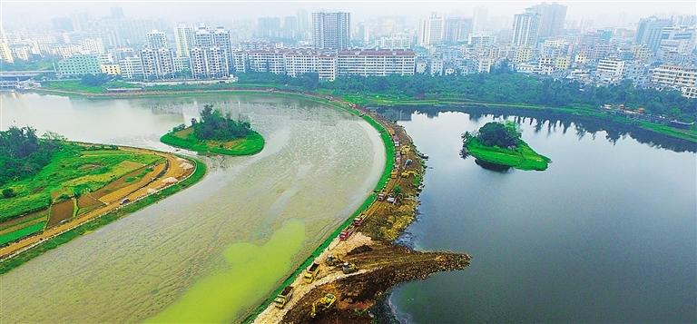 17日下午,北京大学建筑与景观设计学院院长俞孔坚一行来到凤翔公园