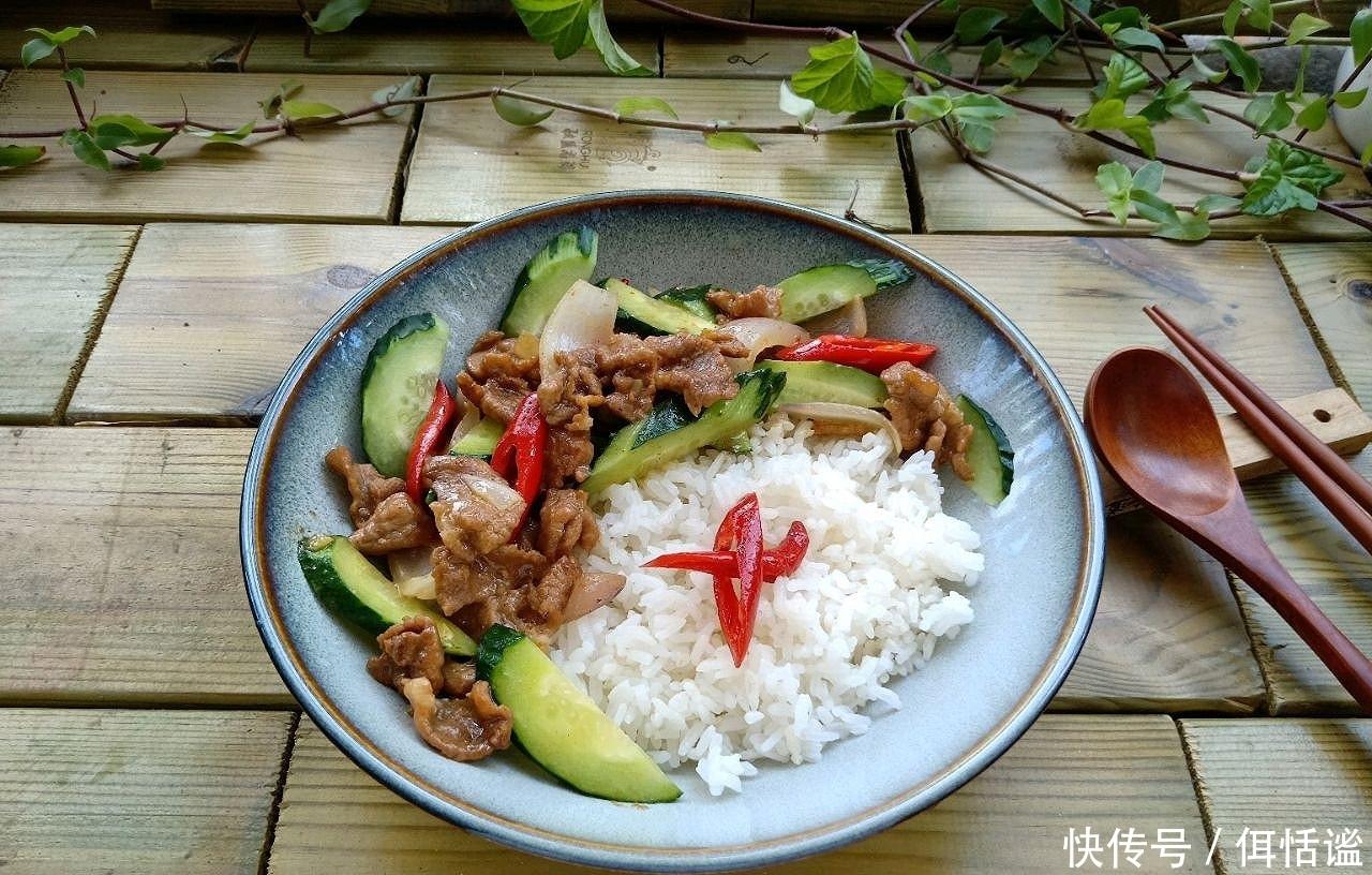 #冰箱剩余食材大改造#葱香黄瓜炒肉盖浇饭