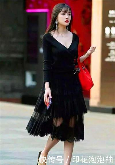 <b>路人街拍,性感靓丽的小姐姐,走路自带气质,傲人身材不一般</b>