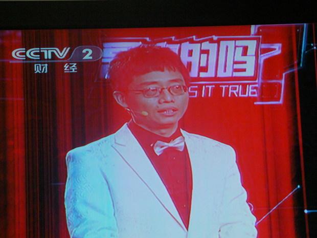 tcl液晶电视l40p60fbd不到2年,屏幕红色竖条纹,由由左