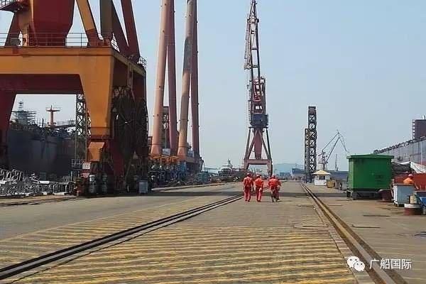 赤裸裸官泄!中国第2艘大型补给舰已下水