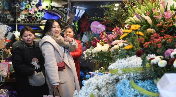 三八妇女节前 浙江杭州鲜花热销