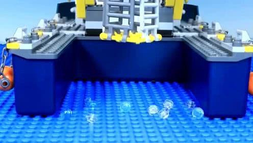 《乐高城市》深海鲨鱼袭击捕鱼船,大家都慌了!
