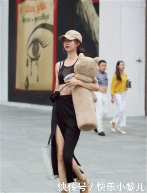 街拍:温文儒雅的小姐姐,身材紧致动人,实在迷人性感