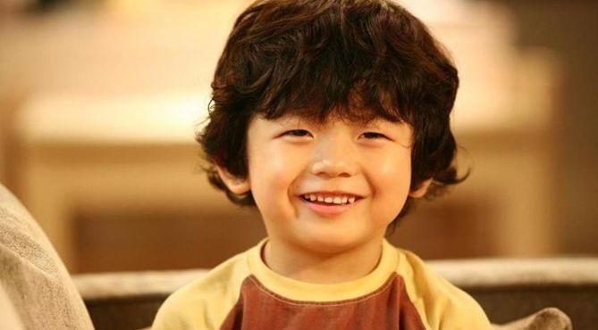 曾是韩国男孩长相金馆长图片不带字动漫表情包图片下载的他,如今15岁的表情帅气图片