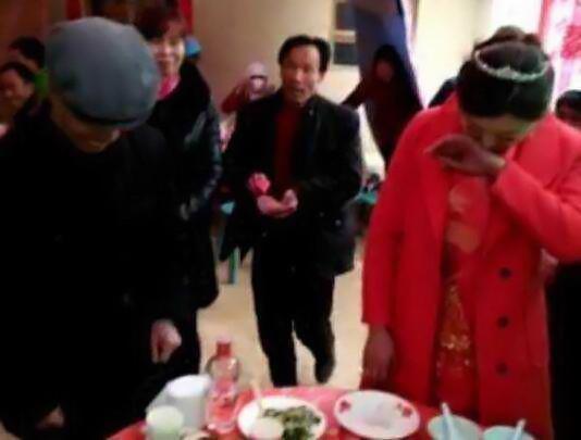 城里流行老少配:农村大爷也娶了28岁小媳妇 - 红玫瑰 - 红玫瑰的博客