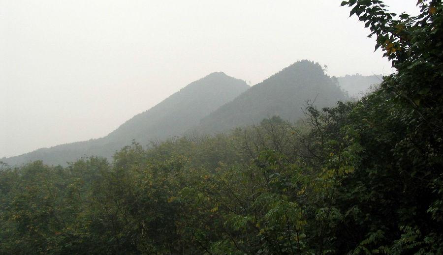 歌乐山风景区,既是重庆市一处重要的风景名胜地,也是重庆市的一座天然