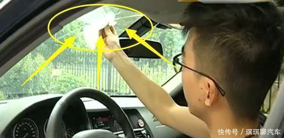 拍蚊子却把车玻璃拍破,这是多大的劲啊!4S店承担所以责任!