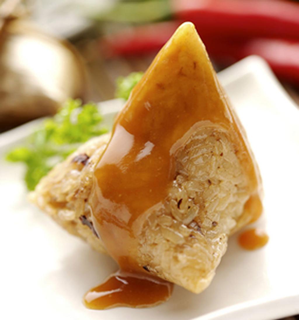 """这时包粽子的原料除米外,还添加中药材益智仁,煮熟的粽子称""""益智粽""""."""