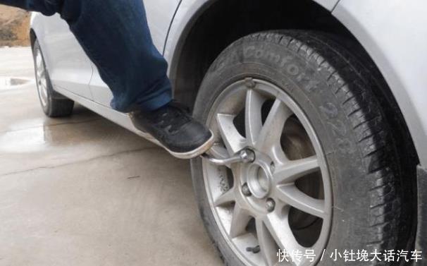 <b>汽车轮胎有必要前后对换吗?修车工:这都不懂?你怕是还没出事故</b>
