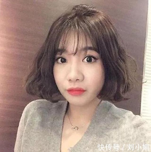 2018流行的头型女发型烫发短发梦露发型叫什么图片