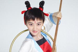 """景甜扮哪咤""""狗啃刘海""""成了亮点,网友:她是黄子韬的亲妹妹吧~"""