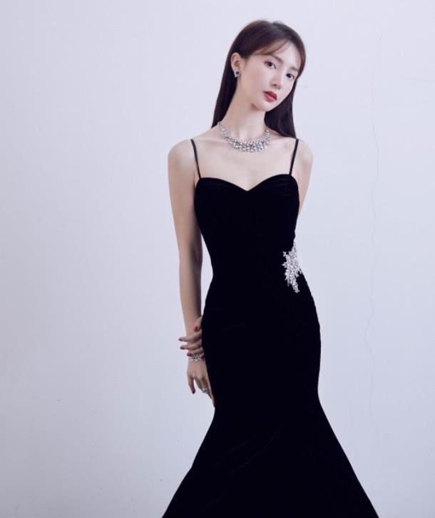 """服了金晨!寻常人穿不上的""""蝼蚁裙"""",她还能叠十层棉花"""