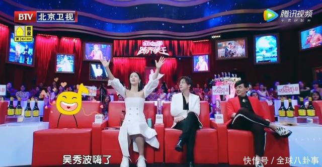 谭维维评价吴秀波时,他却做了这个动作,网友:老