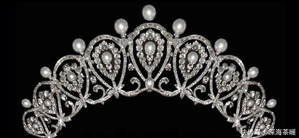 西班牙王后在欢迎晚宴上, 第一次戴上了这顶王冠