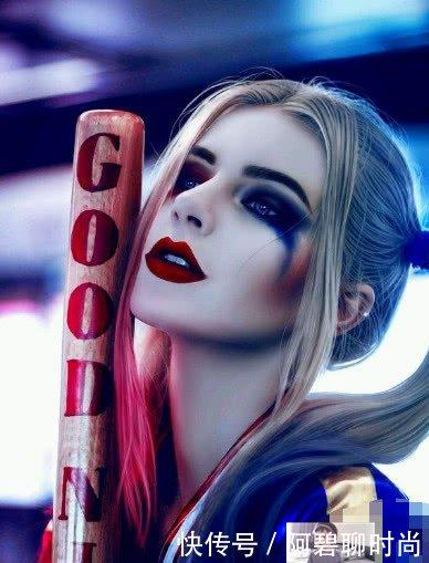 抖音美女仿妆小丑女,一颦一笑似本尊降临
