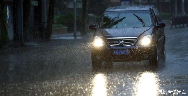 雨后洗车有没有必要?好多新手都会犯的错误,刚买的新车都洗毁了