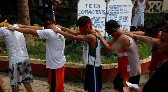菲律宾70万戒毒者的改造生活 学习各类技能