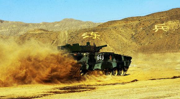 新兵团使用装甲车训练新兵基础能力 声势浩大