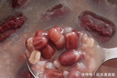 """煮红豆时,万万不能直接下锅,牢记这一步,红豆软烂""""开花快""""!"""