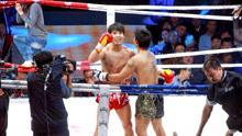 泰国拳王扬言秒杀中国拳手,中国武术不堪一击,遭方便暴揍险打废
