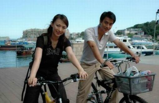 刘恺威抱女儿现身,小糯米面对镜头开心大笑,他却只说了四个字