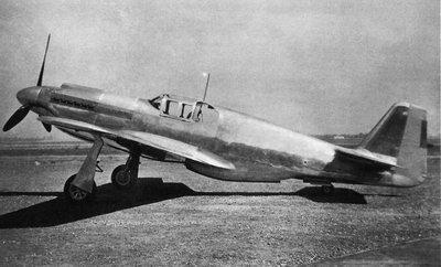 早期北美航空的飞机的左右机翼使用螺栓固定在机身