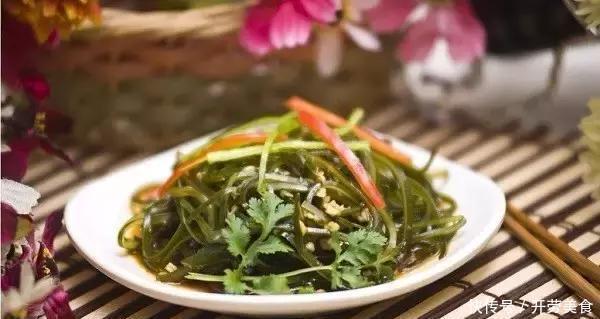 各种宴客菜学起来,家宴上最不可少的就是红火菜,娃吃得呼啦啦
