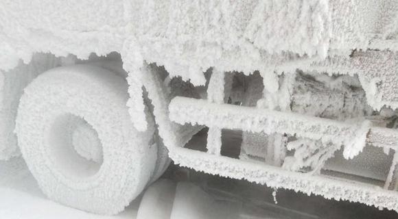 """南方货车赴-30℃黑河送货变""""冰车"""""""