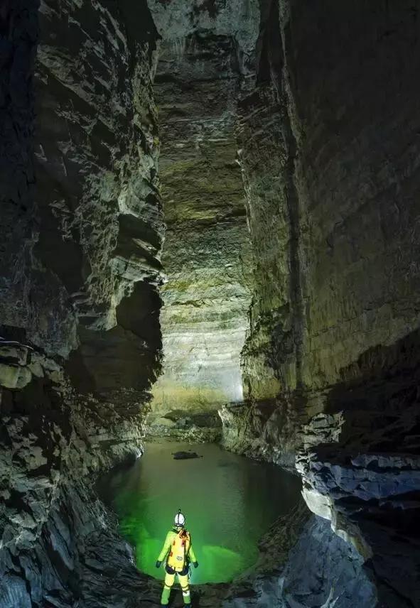 来自8个国家的50多位科考专家组成的科考队,昨天已经启动了双河溶洞