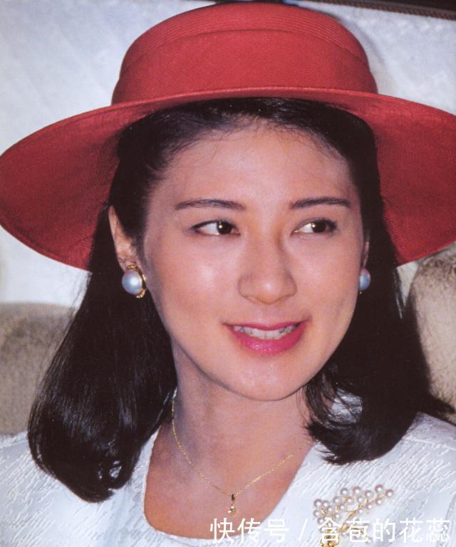 她是最美外交官,本想有一番作为,被骗入王室成为生子工具