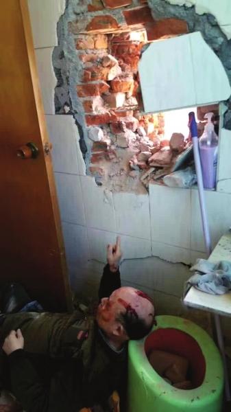 【转】北京时间     上厕所时墙被拆出大洞 一堆红砖砸伤家中老人 - 妙康居士 - 妙康居士~晴樵雪读的博客