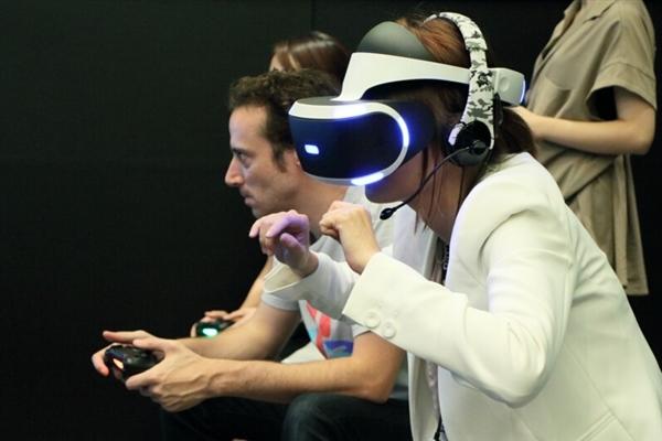 PS VR引动周边产品销量大增
