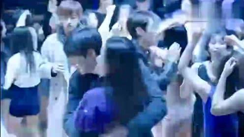 蓝色大海的传说:李敏镐看到全智贤在酒吧热舞跳得很嗨 拦腰抱走