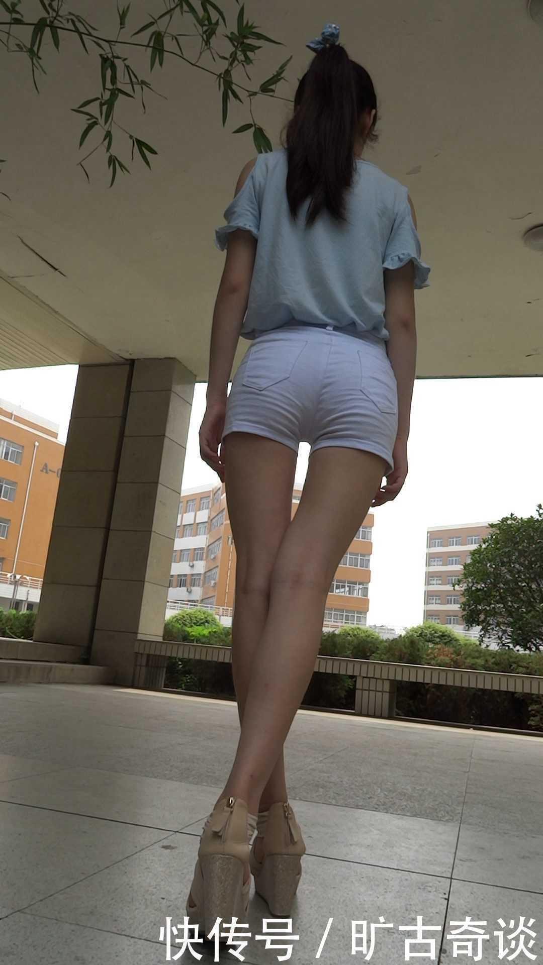 街拍白色紧身短裤美女,这臀部也是极品,果然能显出女人味