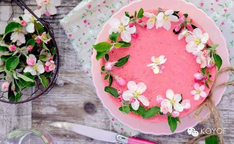 花艺蛋糕--美好与甜蜜的结合,让唯美的鲜花和甜蜜的蛋糕一起,有种幸福加倍的感觉。 花艺蛋糕对于人们来说,可能除了美味与香甜,更多的是希望能让人们一起分享这一刻的温馨与甜蜜,这一秒的精致生活与幸福时光。 (点小图查看大图)