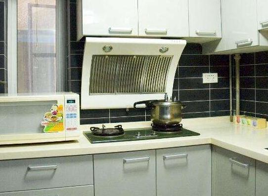 装修厨房不要装这种油烟机了,排烟效果不好,过来人都懂