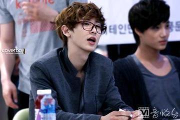 你是exo的粉丝是吗 你最喜欢exo的谁