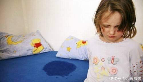 女儿尿床被妈妈发现,女儿是爸爸尿的!妈妈气得直咬牙