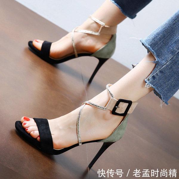"""再丑的脚遇上这""""露趾头""""的高跟鞋, 也能变美变迷人, 脚控的福利"""