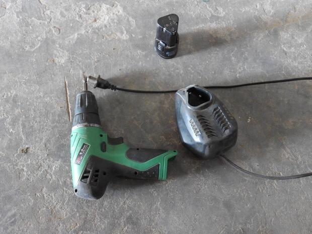 手镶钻充电器可以直接接到电钻上吗,不想用电池了?