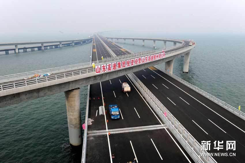 除了杭州湾跨海大桥外,美国的切萨皮克海湾桥和巴林道堤桥,总长度都