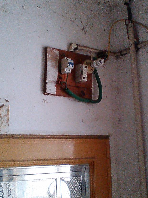 电表箱每户只接相线,零线集中一束,电能表能读数正确吗