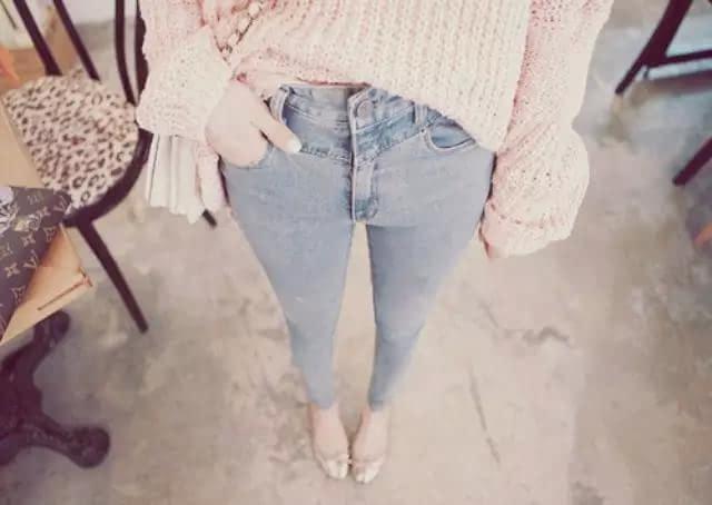 相信很多女生穿牛仔裤都会把裤脚卷