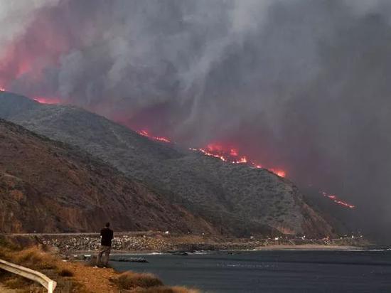 好莱坞明星上演大逃亡,加州大火是主犯
